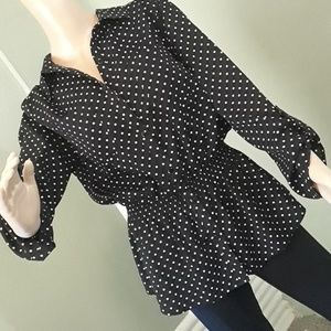 Notations black polka dot top L vneck button